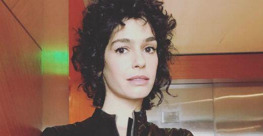 Maria Flor é criticada ao posar com pelos nas axilas e rebate