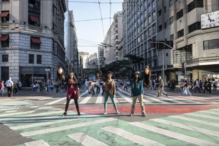 Cena da peça MEDUSA concreta encenada no Centro de São Paulo