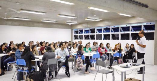 Escola abre 100 vagas para professores de todas as disciplinas