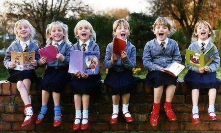 As seis gêmeas na infância