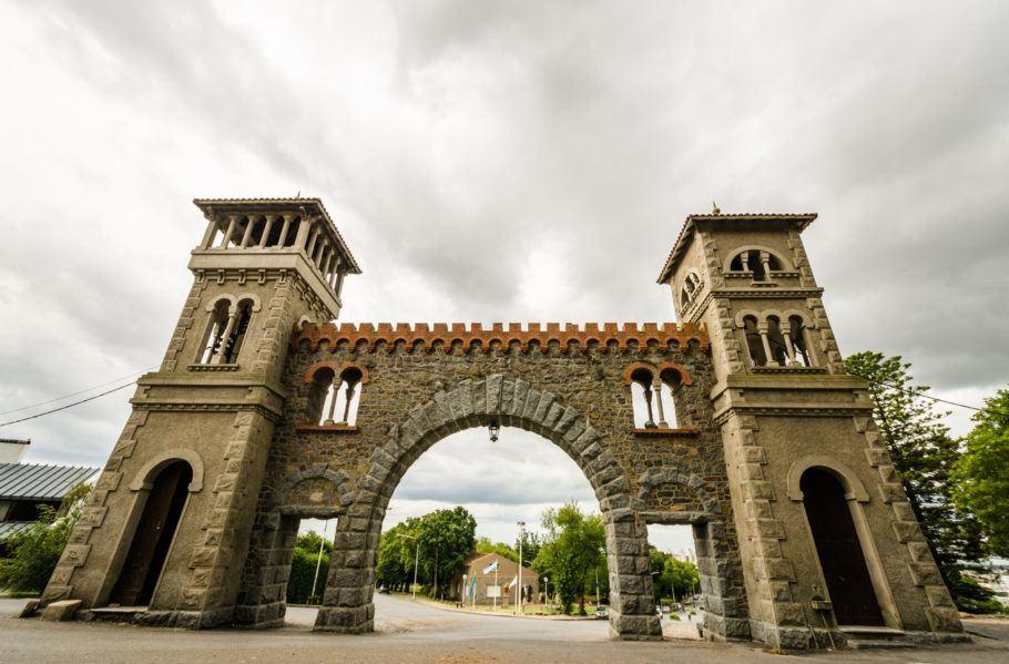 Pórtico histórico em Tandil, destino pouco conhecido dos brasileiros