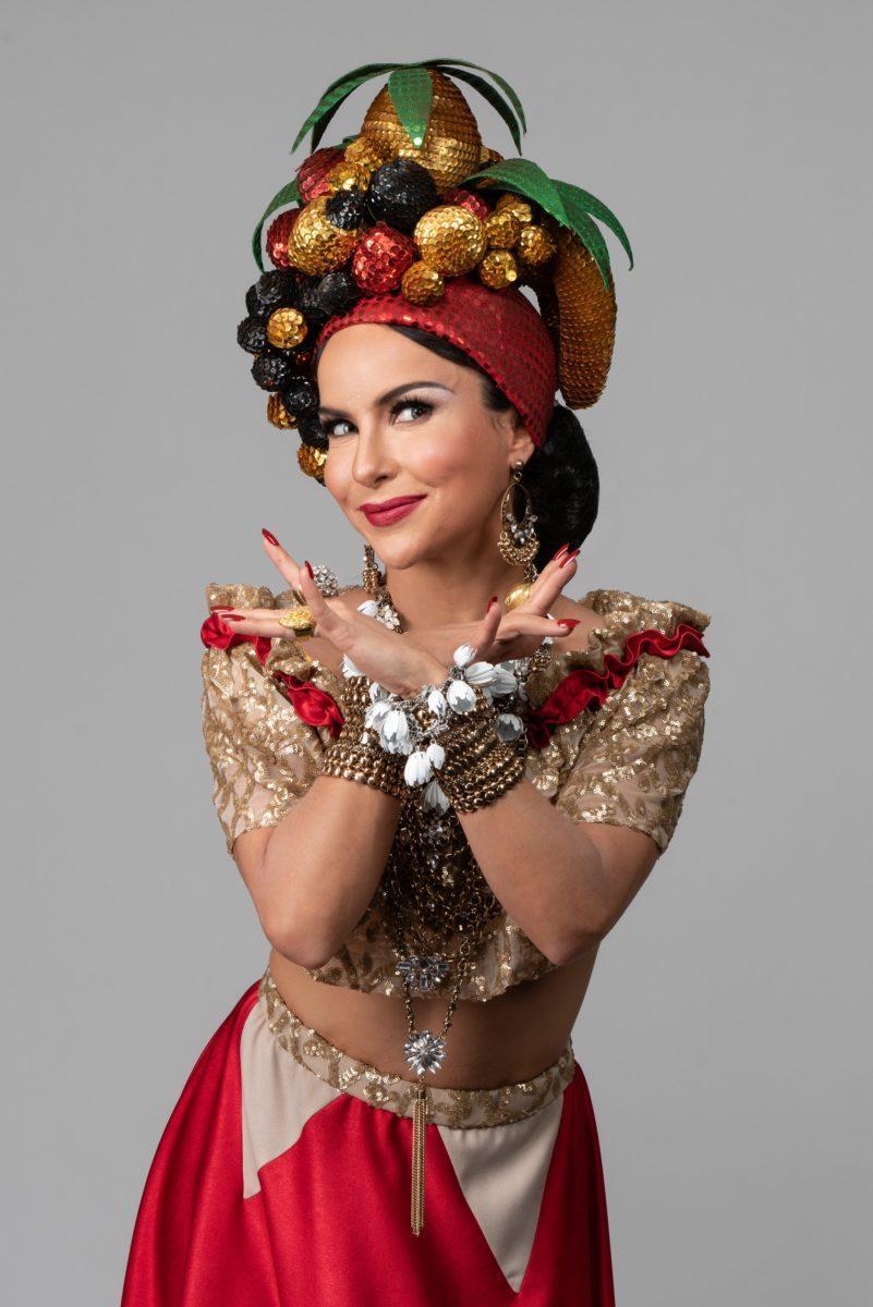 Atriz Amanda Acosta em Carmen, a grande pequena notável