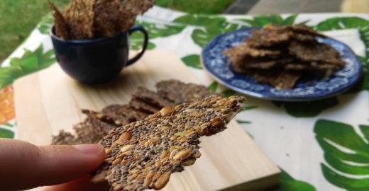 Biscoitos cracker de sementes low carb, sem glúten e veganos