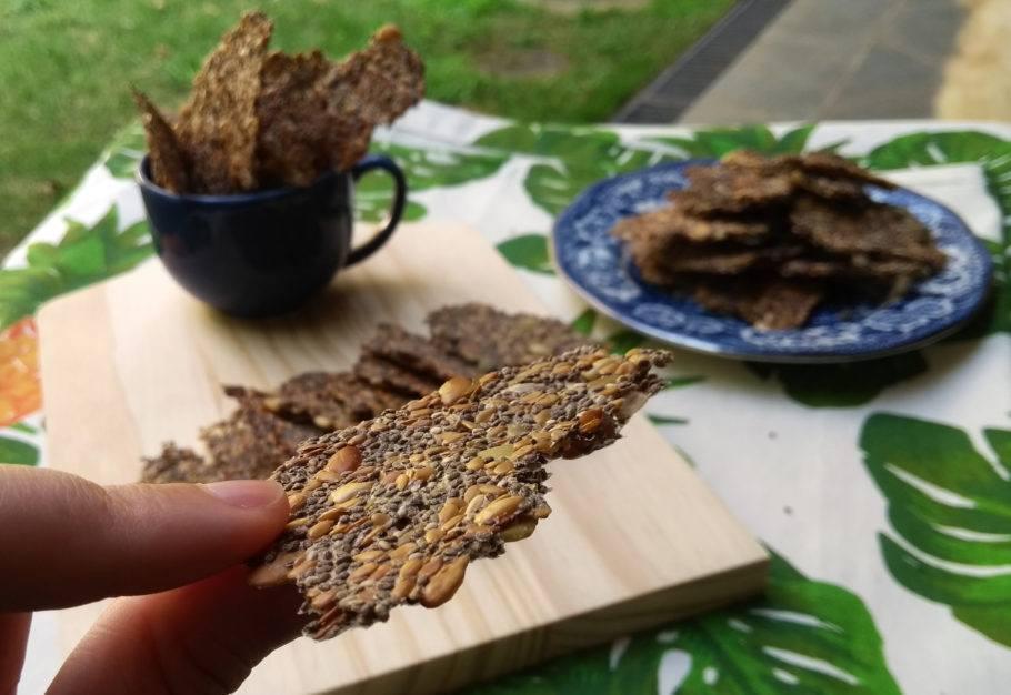 Os crackers de sementes ficam fininhos e crocantes