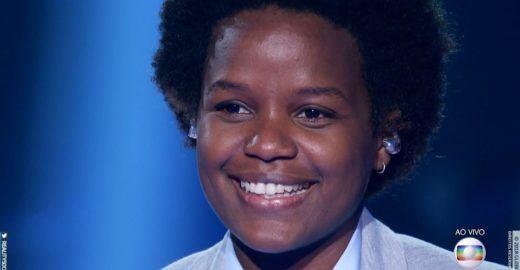 Ousada, Priscila Tossan canta música infantil no The Voice