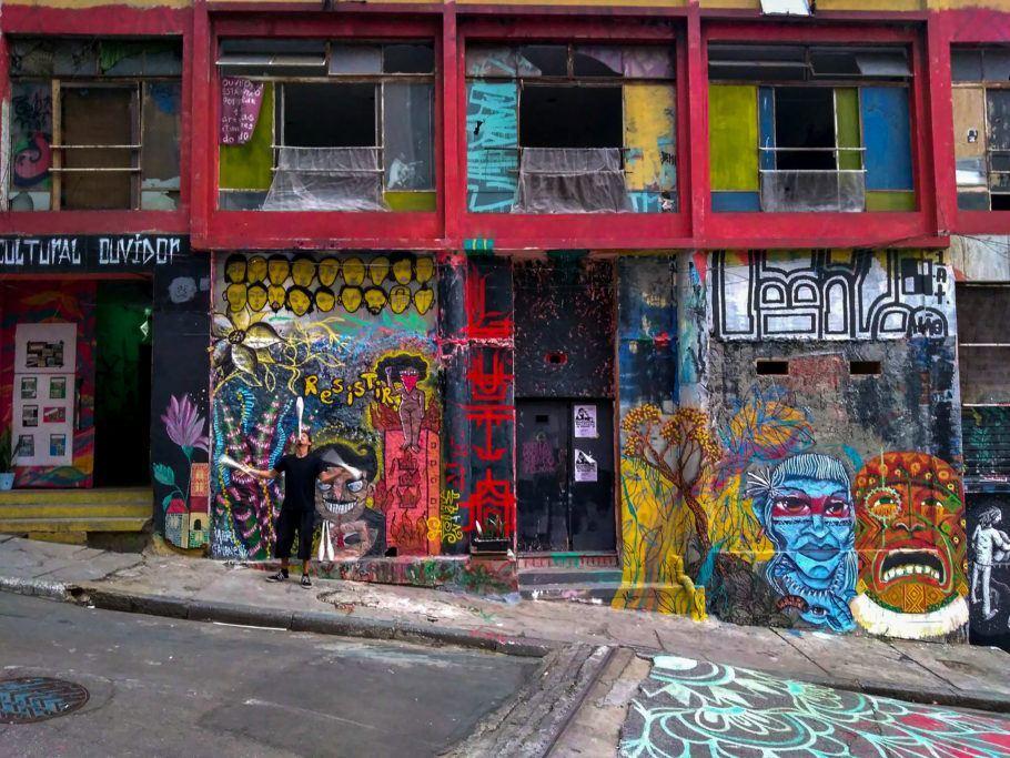 achada super colorida da Ouvidor 63, maior ocupação artística da América Latina