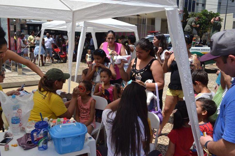 Barraca para pintar o rosto das crianças no Festival de Aniversário do Bixiga