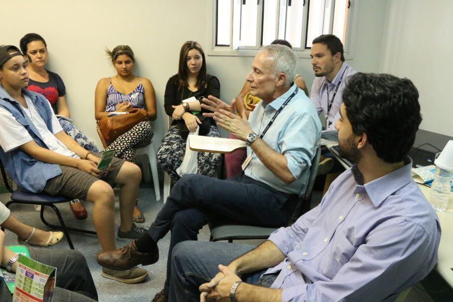 profissionais durante palestra no Instituto de Psiquiatria
