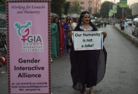 mulher transexual queimada viva