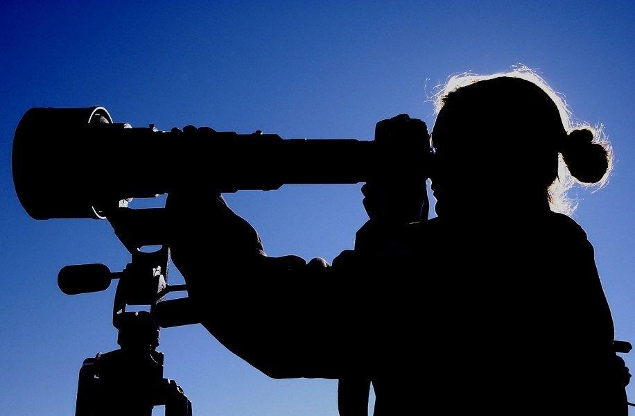 Observação do céu por telescópio