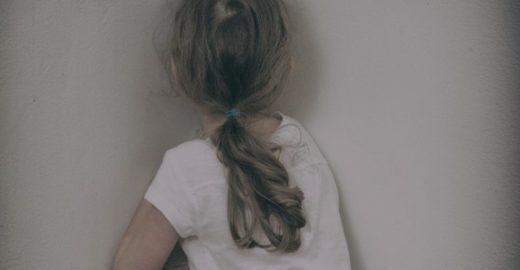 Pai é preso após estuprar e engravidar a filha de 12 anos no MS