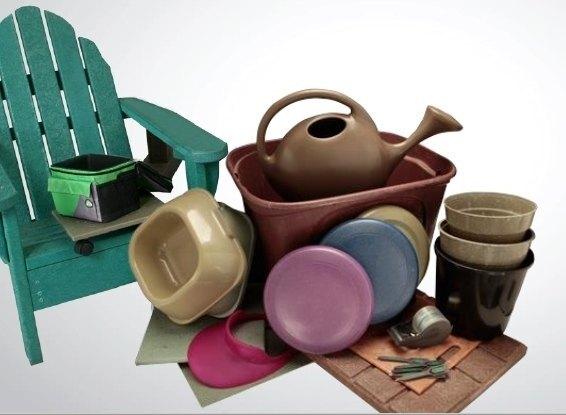 Produtos feitos a partir da reciclagem de esponjas de limpeza doméstica