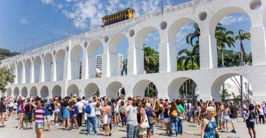 Passeios turísticos 0800 percorrem locais históricos do Rio