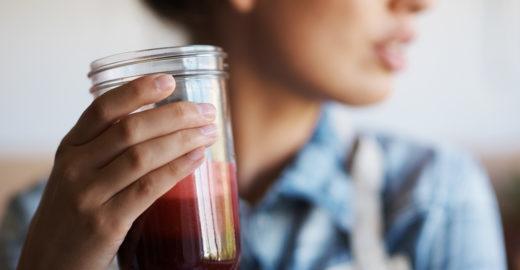 Sucos detox: saiba como e quando consumir