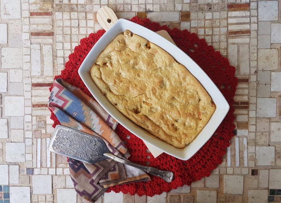 Torta de liquidificador vegana com recheio de sobras de geladeira