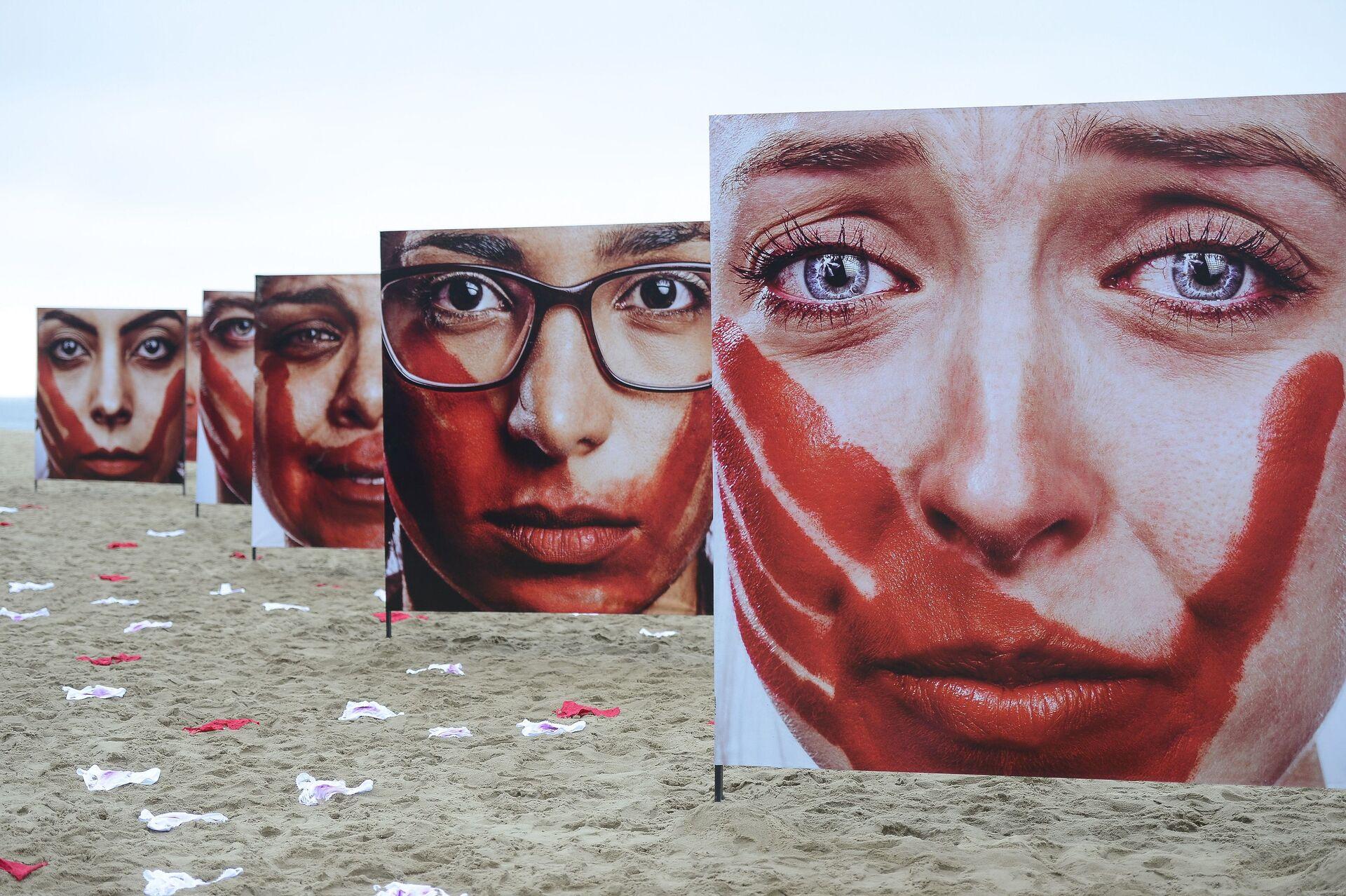 Ação da ONG Rio de Paz na Praia de Copacabana contra o abuso sofrido pelas mulheres