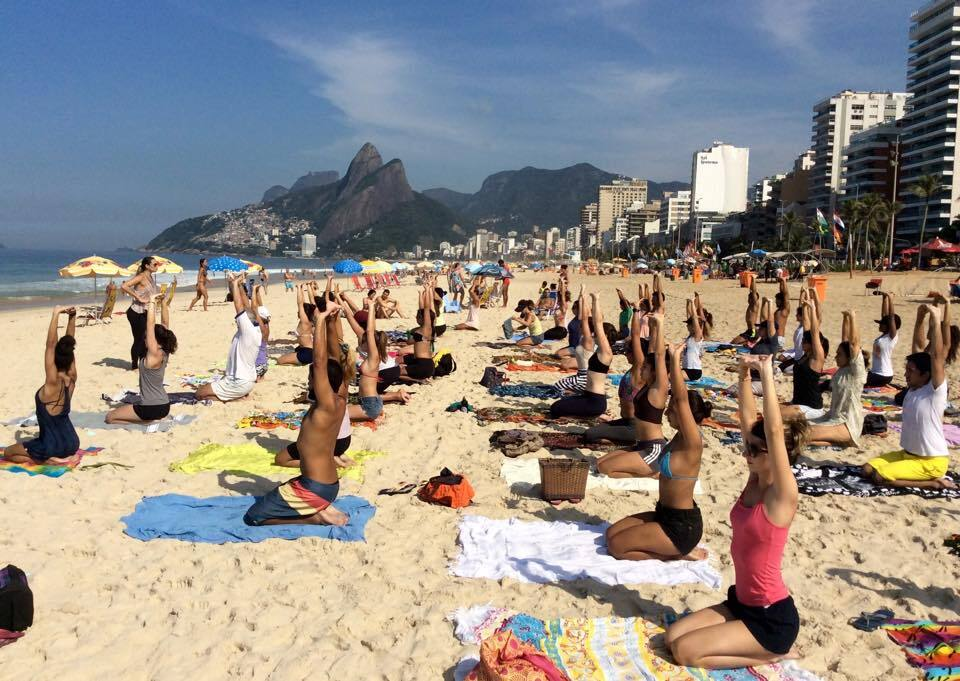 aula ao ar livre na areia da praia