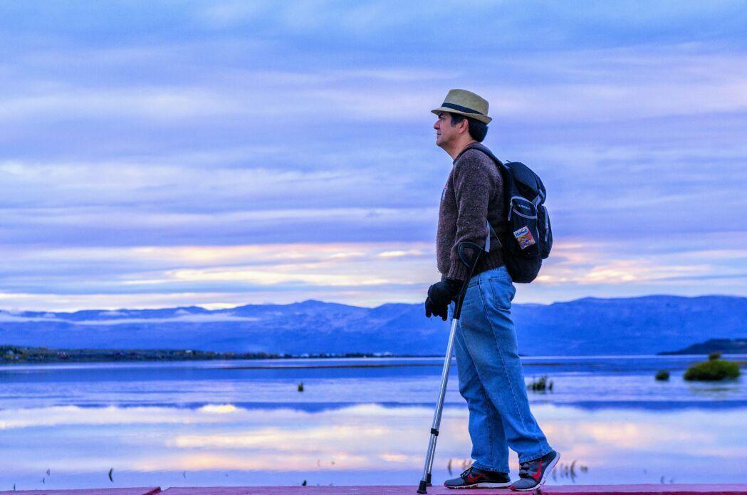 luiz thadeu andando de muletas em El Calafate
