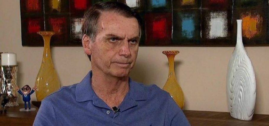 bolsonaro durante entrevista à Record em sua casa