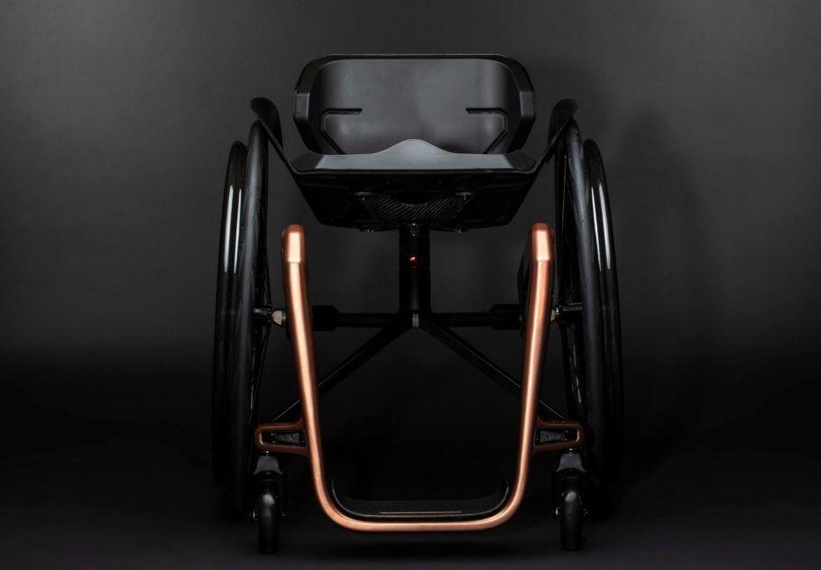 O encosto da cadeira de rodas de grafeno será customizado por cliente