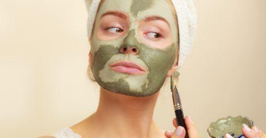 Saiba como usar argila no rosto e cabelo, seus tipos e benefícios