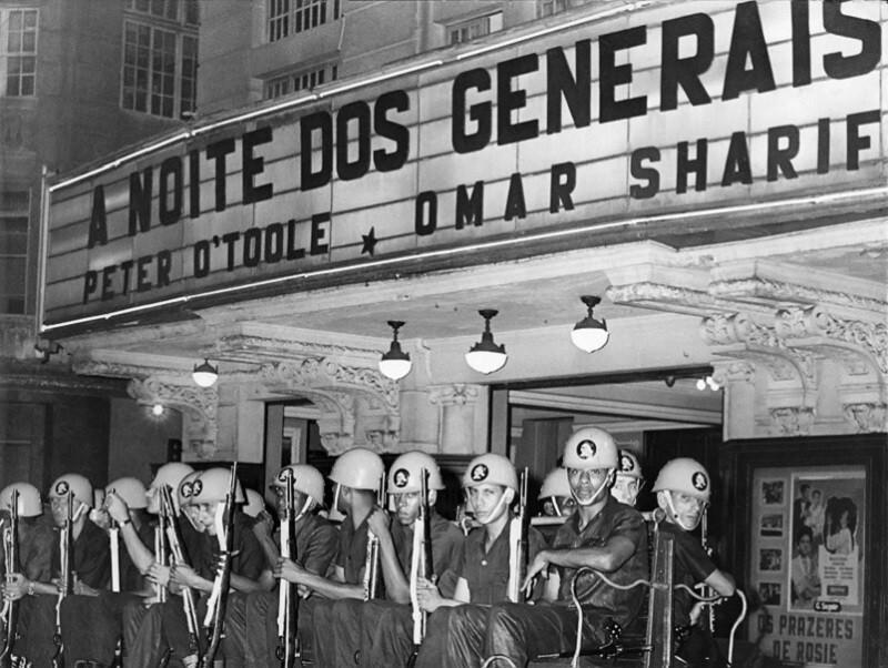 Fotografia 'A Noite dos Generais', de Osmar Gallo, integra a mostra 'Correio da Manhã: uma revolução de imagens nos anos 1960'
