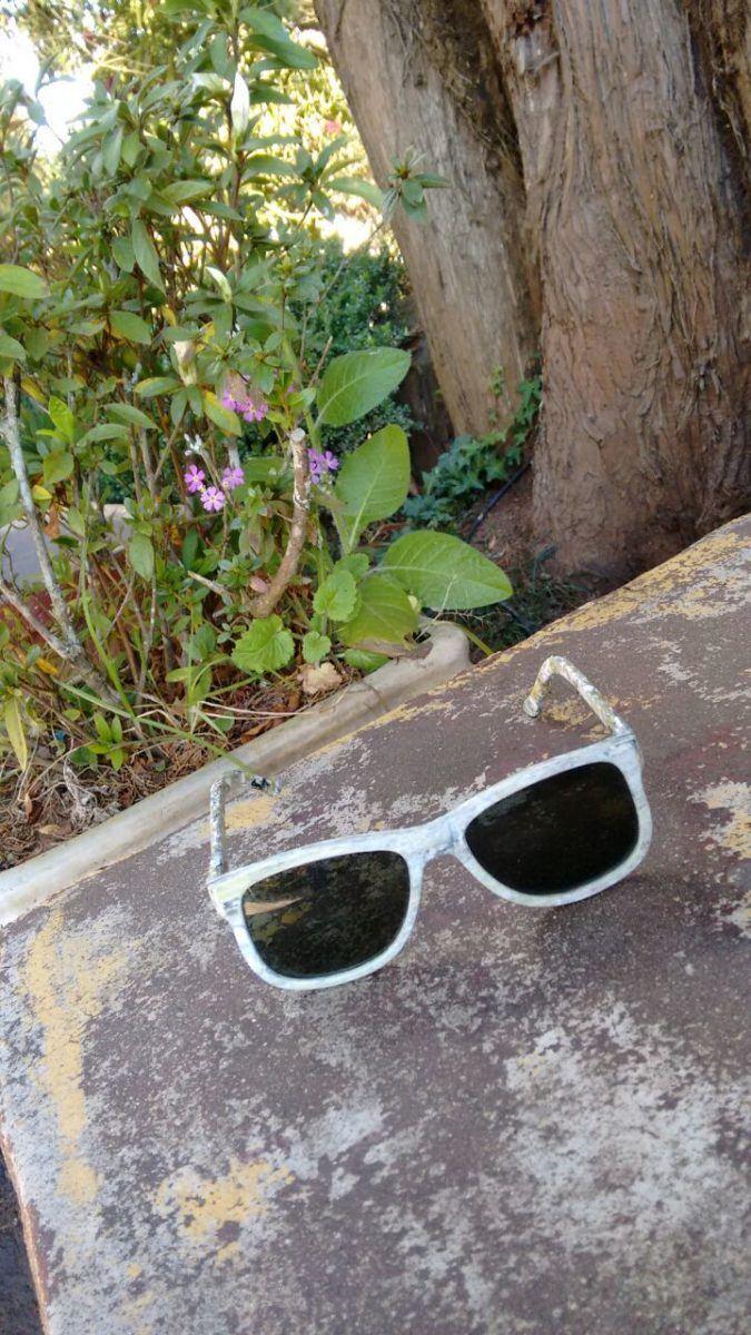 Óculos escuros, com armação de material reciclado