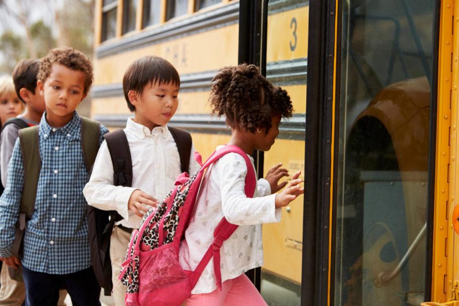 Nos EUA, 150 ônibus elétricos escolares passaram a rodar na Califórnia, Illinois e Vermont