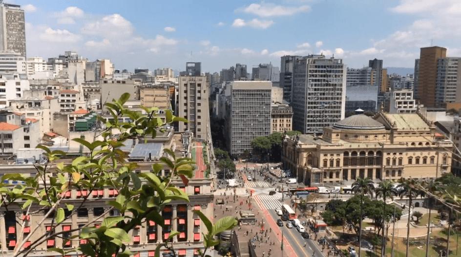 Vista do jardim suspenso do Edifício Matarazzo, sede da Prefeitura de São Paulo.