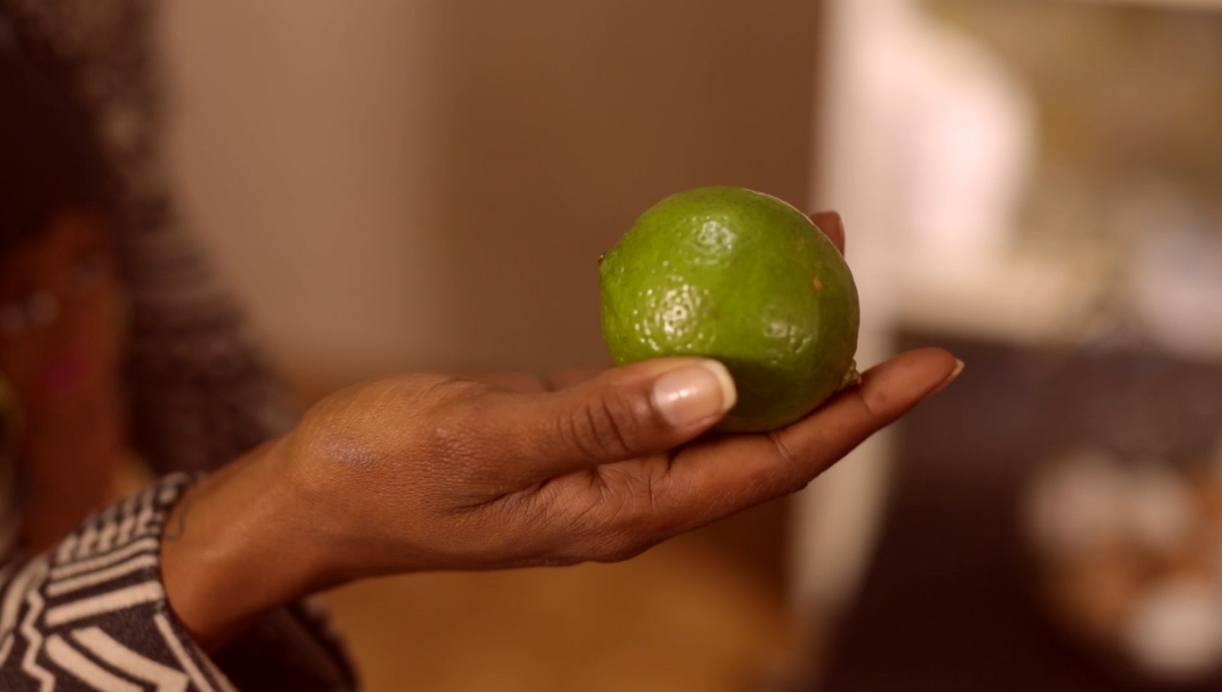O limão combate odor ruim da geladeira