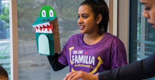 'Dia em família' no McDonald's promove união e diversão gratuita
