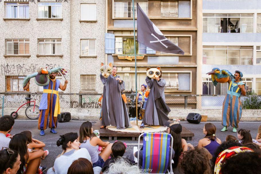 Cena do espetáculo Navegar do Grupo Esparrama