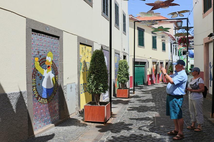 A reciclagem de latas de alumínio produziu obras de arte na ilha da Madeira, em Portugal