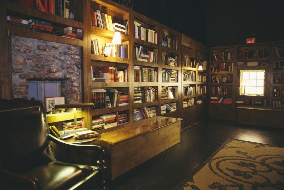 """Sala da exposição de realidade virtual """"A Biblioteca à Noite"""""""