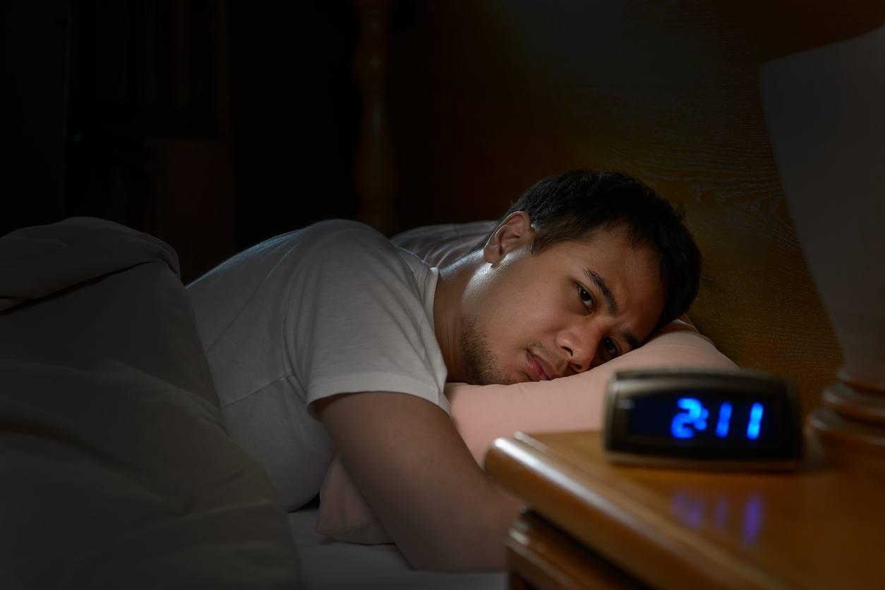 homem com dificuldade de dormir