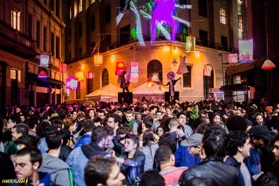 Festa ao ar livre no centro de SP