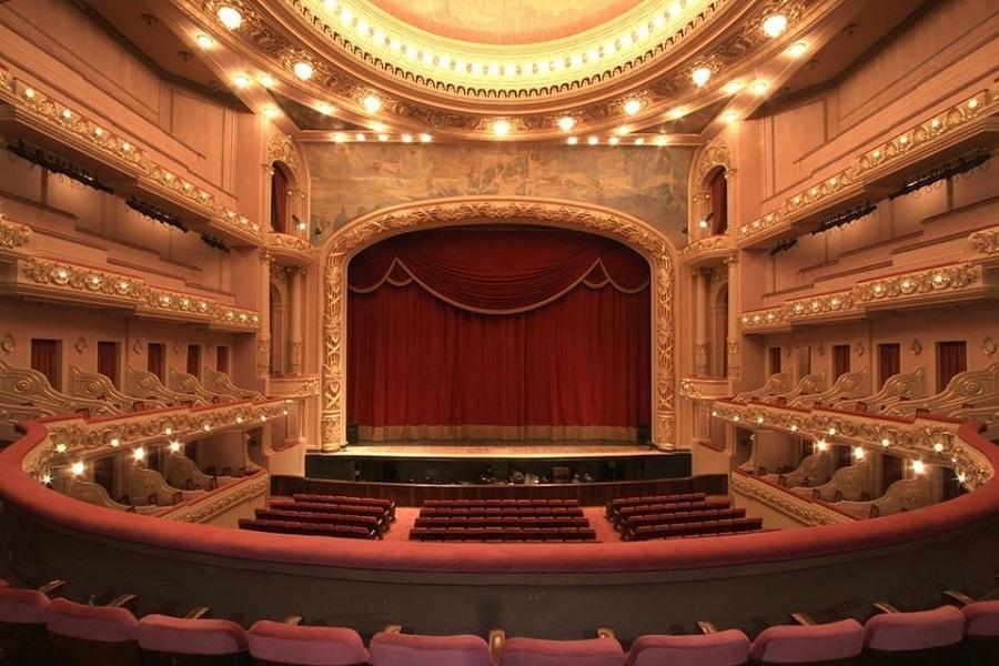 Público tem acesso à Sala de Espetáculos, que recebe  os principais nomes da dança, da música e da ópera