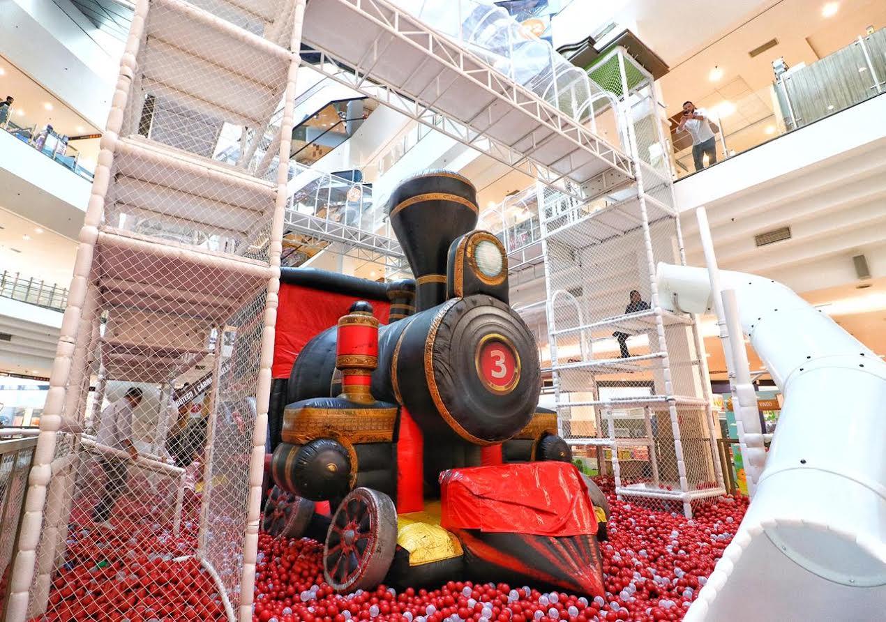 Conheça o  Papai Noel  e brinquedão grátis no Shopping D c97605830a052