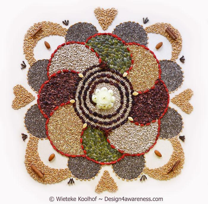A mandala com alimentos orgânicos depois dá origem a deliciosas saladas