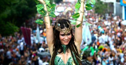 Carnaval é celebrado com Toca Raul e Acadêmicos do Baixo Augusta