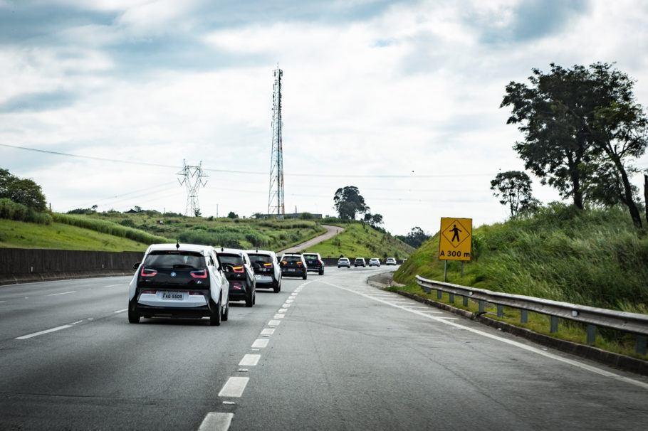 O objetivo da carreata de carros elétricos é incentivar e divulgar o uso desse tipo de veículo no país