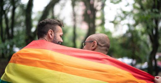Campanha ajuda a viabilizar casamento coletivo LGBT