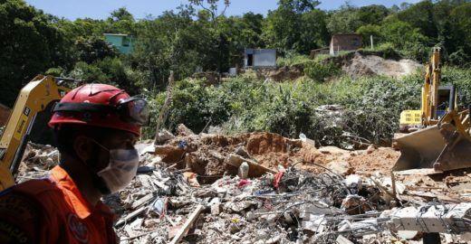 Deslizamento no Rio deixa 15 mortos e 20 famílias desabrigadas