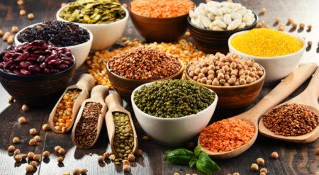 Composição com variedade de ingredientes de dieta vegana