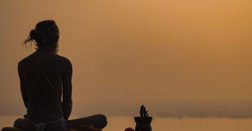 4 passos para a felicidade, segundo a antiga sabedoria yogi