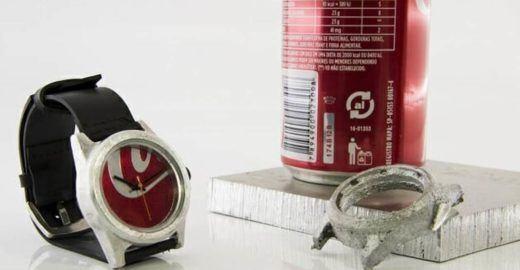 Relógio de material reciclado tem pulseira de câmara de pneu