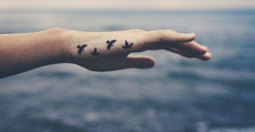 Tatuagem delicada: estúdio dá até 60% OFF em desenhos exclusivos