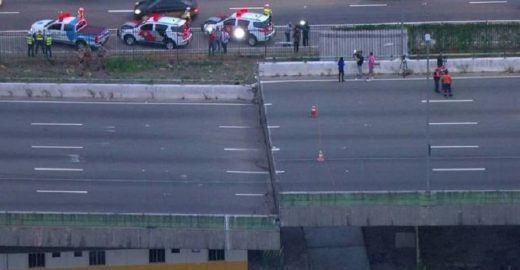 Prefeitura vai escorar viaduto; não há previsão para desbloqueio