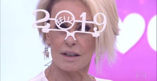 Ana Maria Braga usa objeto inusitado no 'Mais Você' e vira piada
