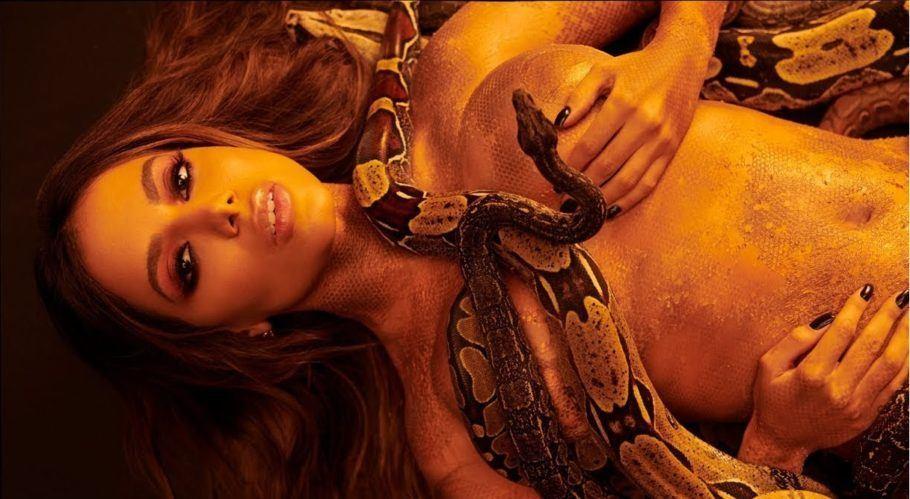 """Anitta no clipe de """"Veneno"""" dançando com cobras"""